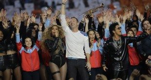 Beyonce, Coldplay singer Chris Martin and Bruno Mars, from left, perform during halftime of the NFL Super Bowl 50 football game between the Denver Broncos and the Carolina Panthers, Sunday, Feb. 7, 2016, in Santa Clara, Calif. (AP Photo/David J. Phillip)