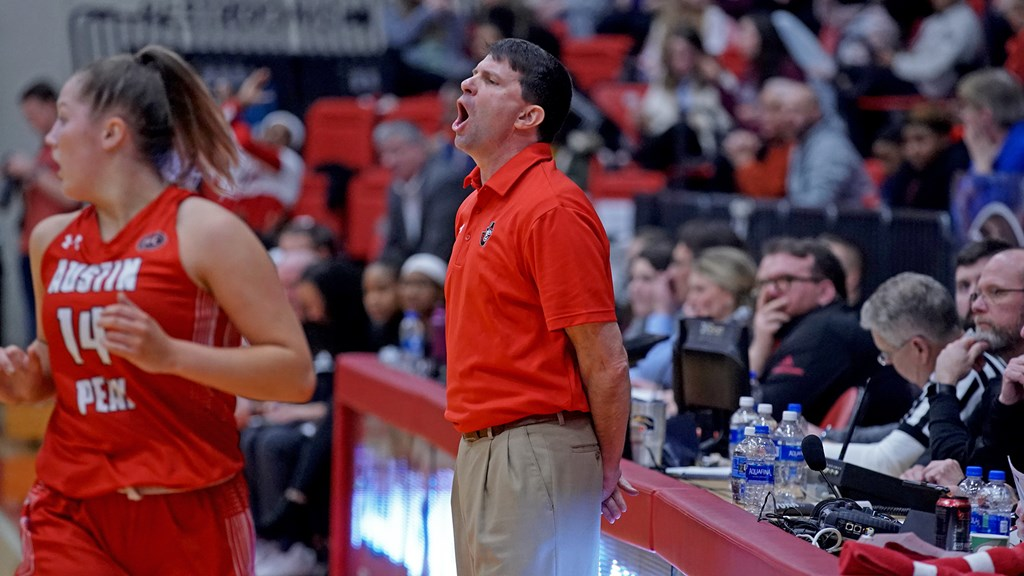 David Midlick calls out to his team against SIUE. COLBY WILSON | APSU SPORTS INFORMATION