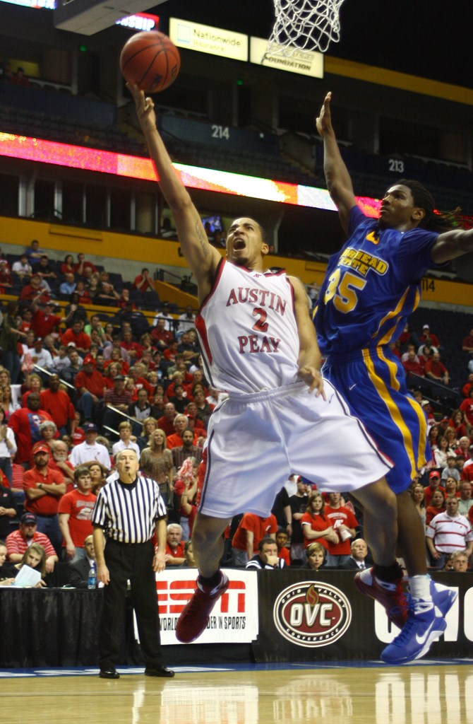Reed shoots a layup over NBA veteran Kenneth Faried. | APSU ATHLETICS