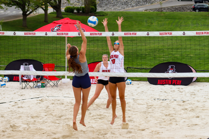 Beach volleyball drops doubleheader to UTM in home finale