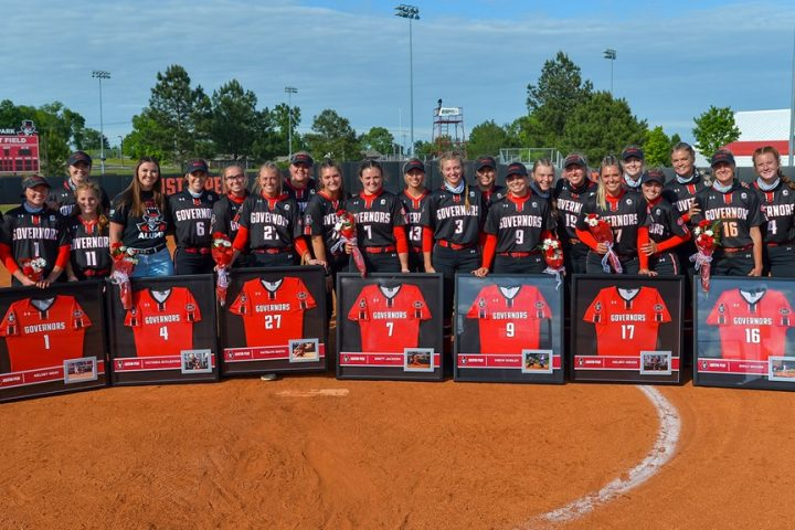 Softball recognizes seven graduates on senior day