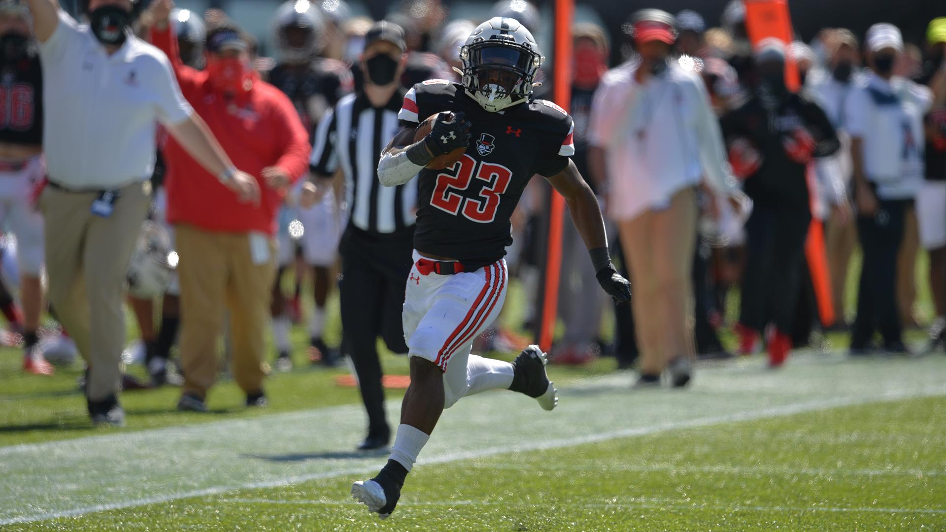 C.J. Evans runs down the sideline for a 64-yard score against the University of Cincinnati | APSU SPORTS INFORMATION